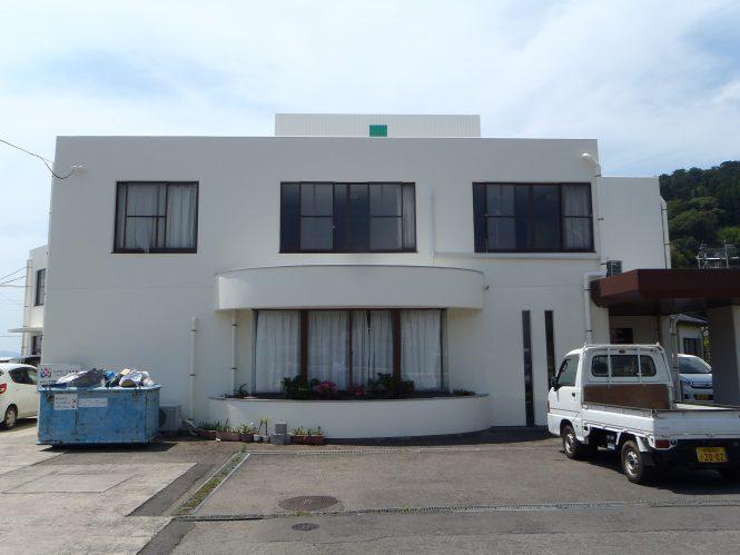外壁・屋根も塗装しホワイトリリーで明るく優しい建物になりました。
